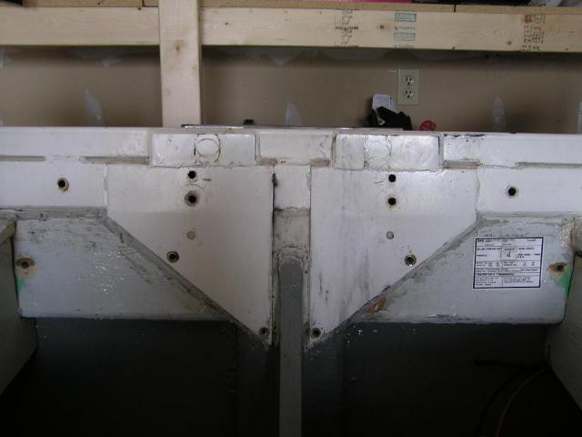 Steel transom reinforcement